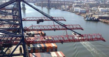 Intervenție la o poluare produsă de un portcontainer