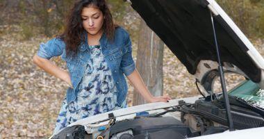 Verificați documentele mașinii rulate pe care urmează să o cumpărați. Comandați un raport VIN cu istoricul vehiculului