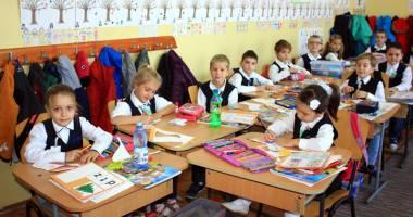 Înscrieri cu strigături la clasa pregătitoare. Părinții fac presiuni pentru anumite învățătoare