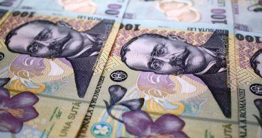 Leul se apreciază față de euro, dar pierde la dolar și franc elvețian