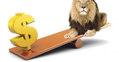 Dolarul s-a apreciat cu 2,33 bani în bătălia cu leul