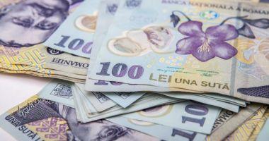 Leul mușcă din euro și francul elvețian, dar pierde la dolar