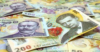 Leul câștigă la euro și franc elvețian, dar pierde la dolar