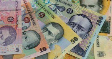 Leul cedează în fața euro și francului elvețian, dar mușcă din dolar