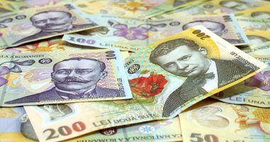 Leul câștigă la euro și franc elvețian, dar cedează în fața dolarului