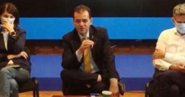 Ludovic Orban surprins fumând la ședință, în timp ce colegii lui purtau mască de protecție