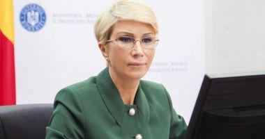 Ministrul Muncii, Raluca Turcan, în vizită la Şantierul Naval Constanţa