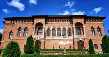 Expoziție de pictură și creații vestimentare care celebrează personalitatea Reginei Maria, la Palatul Mogoșoaia