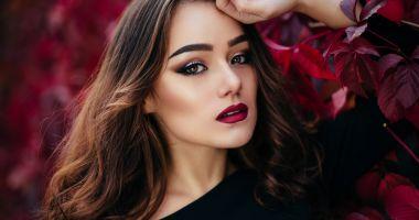 Atenţie la produsele cosmetice folosite! Unele obiceiuri duc la apariția acneei