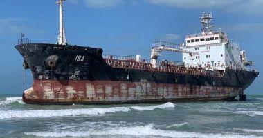 O navă a eșuat, pe timp de furtună, în Emiratele Arabe