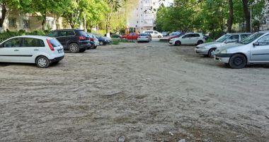 O nouă parcare, amenajată pe strada Dionisie cel Mic