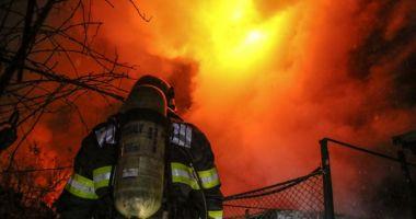Patru persoane rănite în urma unui incendiu la o locuință din comuna Poboru