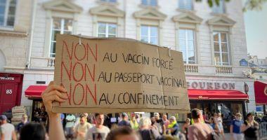 """France24: """"Francezii au protestat pentru al doilea weekend consecutiv,  împotriva introducerii permisului sanitar şi a vaccinării anti-COVID-19"""""""