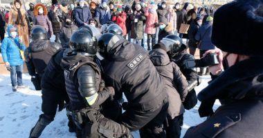 Manifestații masive pro-Navalnîi în Rusia. Sute de persone, între care și soția opozantului, arestate