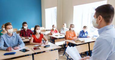 Şcolile distribuie chestionarele pentru părinţi, dacă vor să îi vaccineze pe elevi