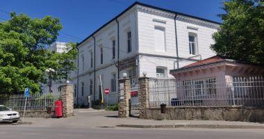 Un angajat s-a uitat la filme pentru adulți și a virusat calculatoarele la Spitalul din Târgu Neamț