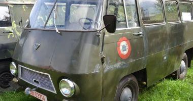 Vă plac vehiculele militare? O piesă de colecție, dar și banii… / GALERIE FOTO